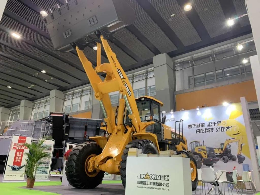 晋工机械携JGM857L高缷砂石王亮相第六届广州砂石展