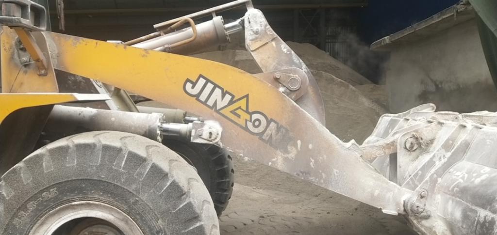 【用户故事】两年干15000小时,晋工铲车在废车的钢厂顶住了!